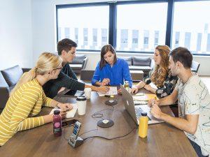 Philips vergadermicrofoon LFH9172 te koppelen voor grotere vergaderingen
