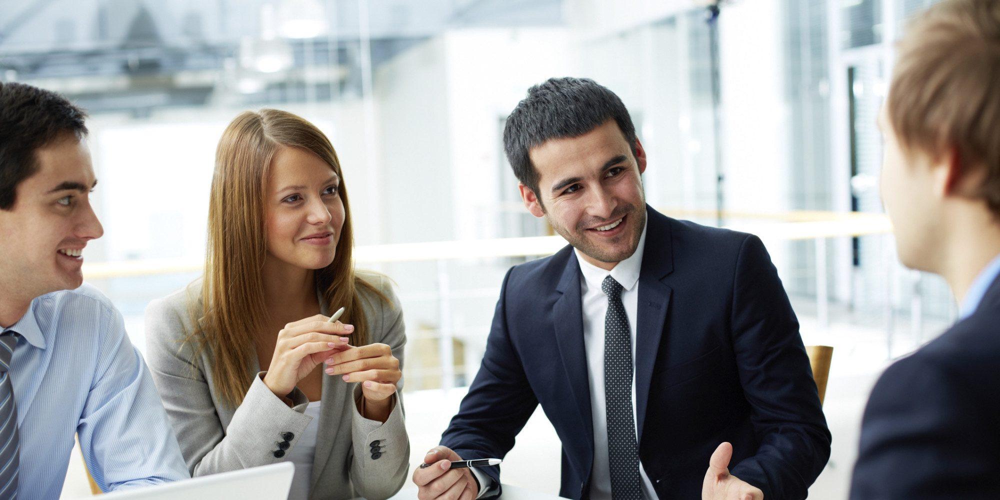 AVT de specialist voor digitaal dicteren en spraakherkenning - Adviseur van AVT geeft vrijblijvend advies