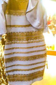 is-de-jurk-wit-met-goud